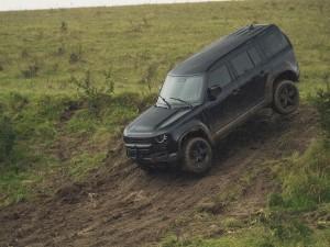 James Bond Defender 110 stunt car